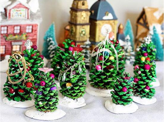 4 kerstboom dennenappel