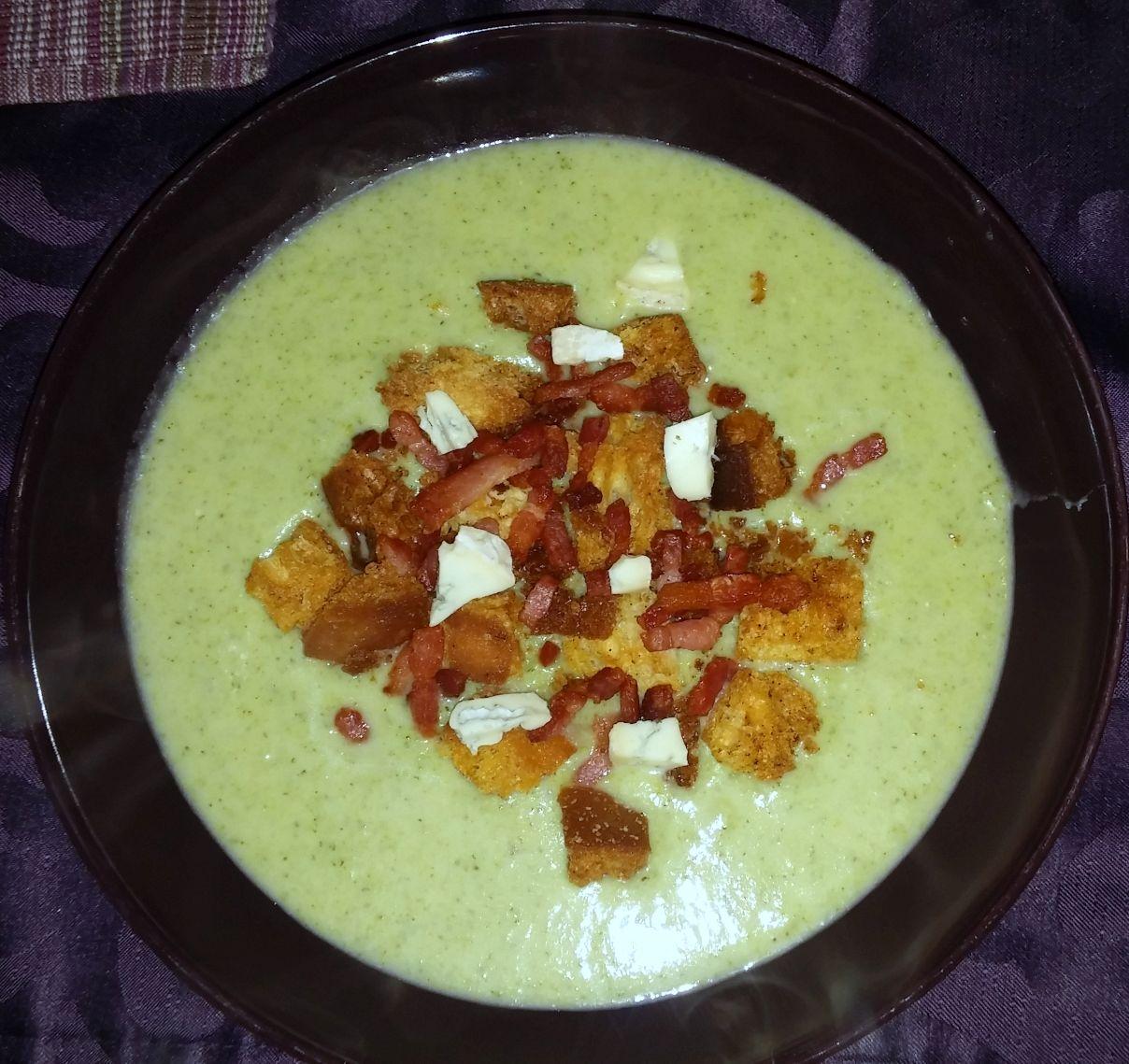 Broccolisoep met blauwe kaas | Recept