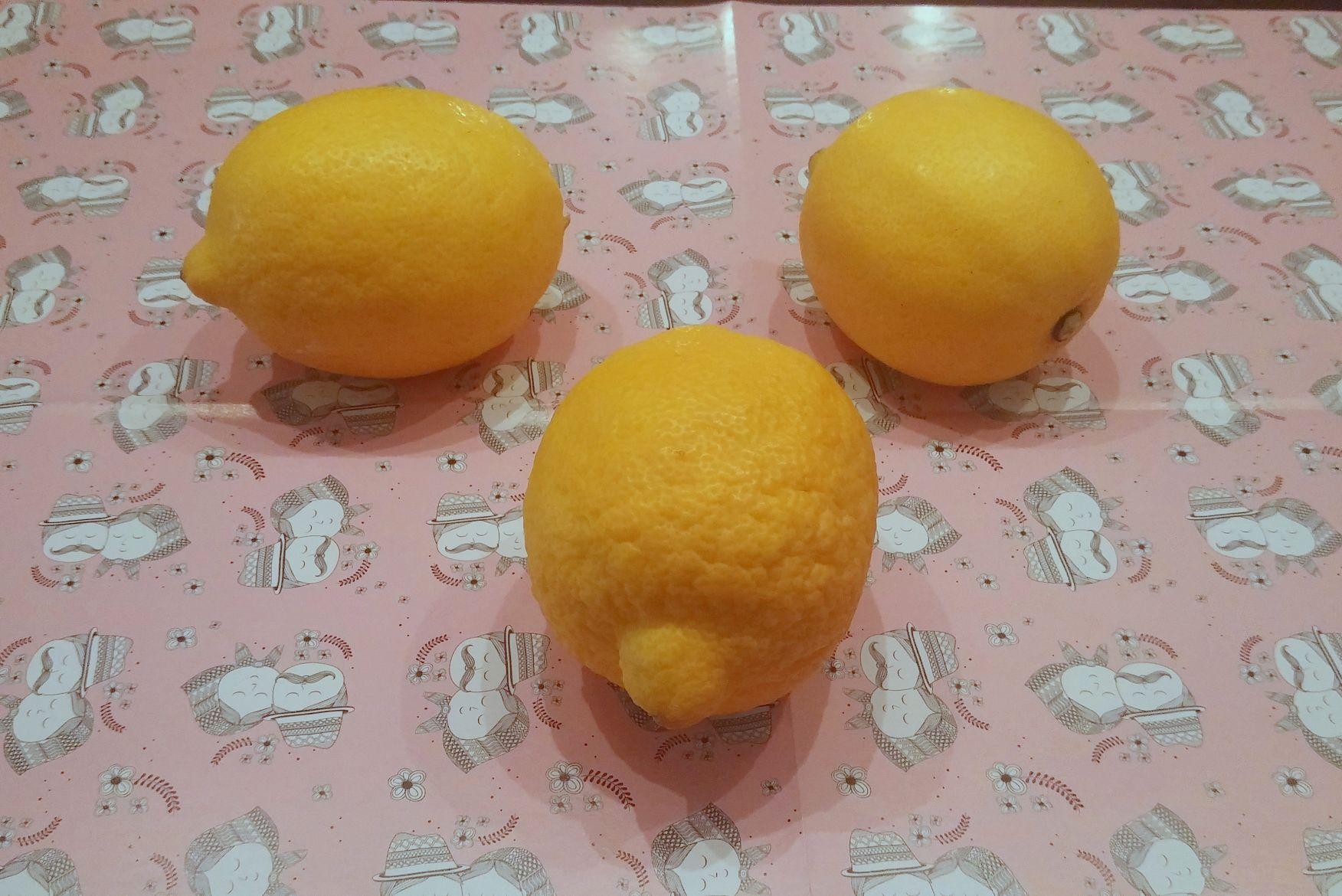 Water met citroen (3)