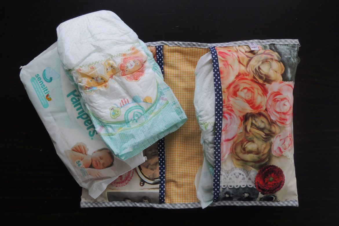Whats in my diaperbag (6)
